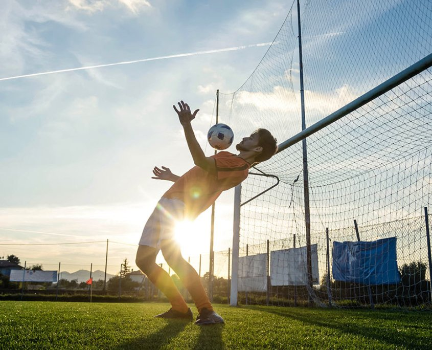 sports-soccerball-bending